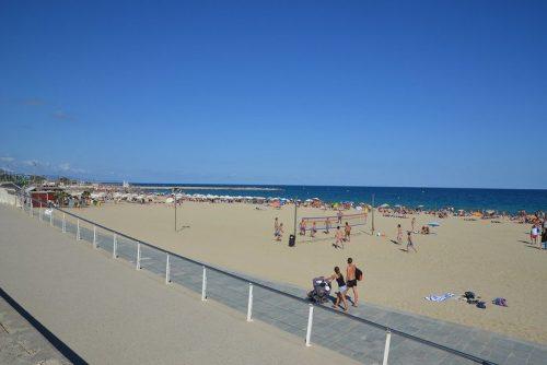 Practicar paddle surf en playa Bogatell Barcelona